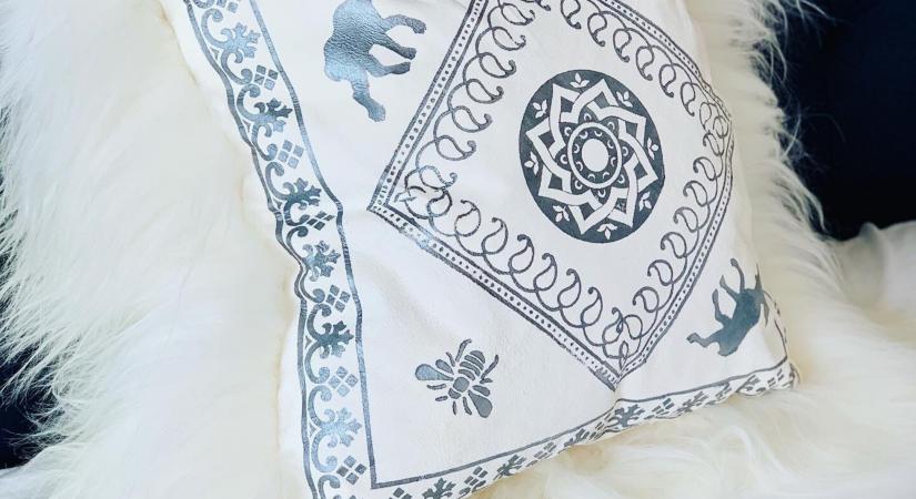How to Make a Sheepskin Pillow   Copia Cove Icelandic Sheep